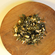 japán zöld wakame tea tálban
